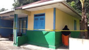 rumah tempat kejadian dipasang garis pollisi/ Foto nho