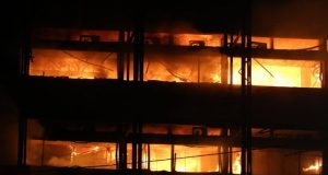 Foto udara memperlihatkan kebakaran Gedung Kejaksaan Agung Republik Indonesia pada Sabtu (22/8/2020).(Liputan6.com/Herman Zakharia)