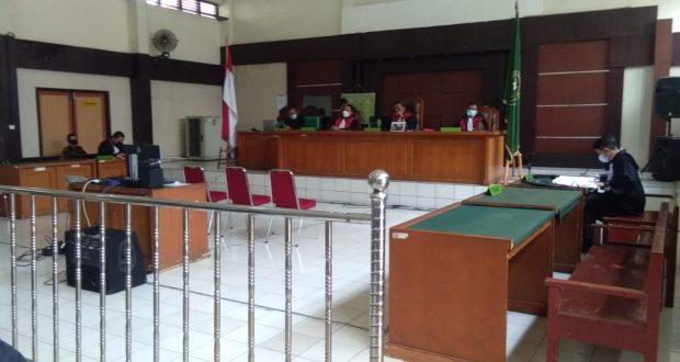 Sidang putusan Terdakwa Tjik Maimunah di putus bebas Majelis Hakim di PN Palembang (Foto.Sya)